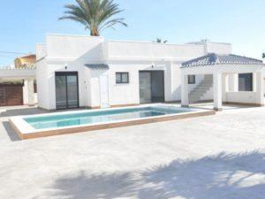 3 soveroms totalrenovert villa ved saltsjøen med eget basseng og takterrasse i Torrevieja