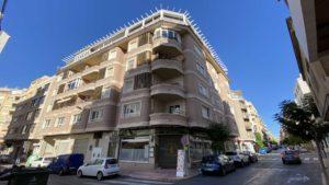 2 soveroms, Penthouseleilighet i 2 etasjer med takterrasse i Torrevieja, 200m fra havnen