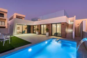 Villa Paris, 3+ soveroms villa med takterrasse og kjeller i Benijófar